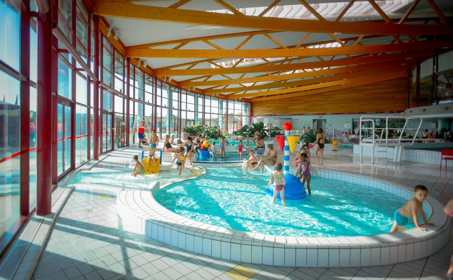 Activit s aquatiques nautilis centre aquatique et patinoire for Piscine st meen le grand